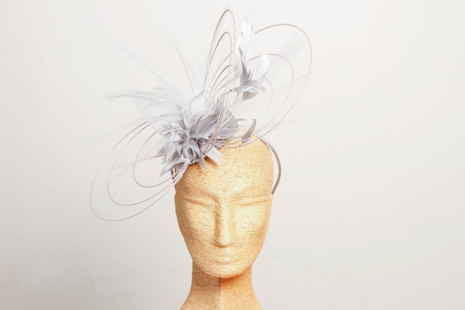 chapeau habill pour mariage serre t te plumes argent. Black Bedroom Furniture Sets. Home Design Ideas