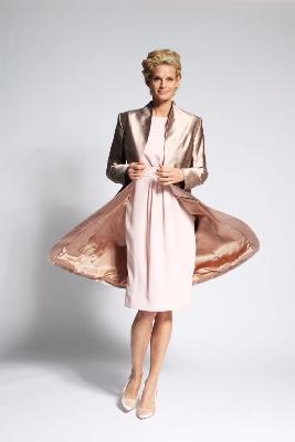 magnifique tailleur robe manteau aux coloris toniques et couture. Black Bedroom Furniture Sets. Home Design Ideas