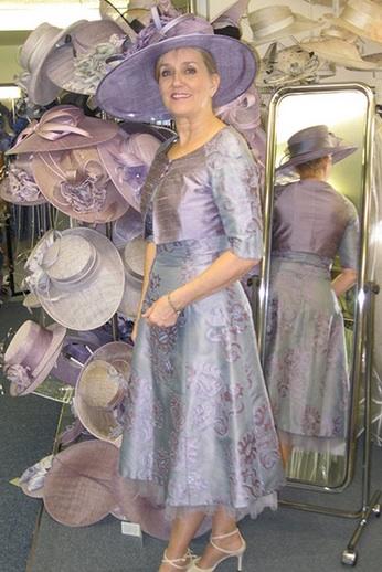 ceacb5836df2 Robe et tailleur de soie pour maman